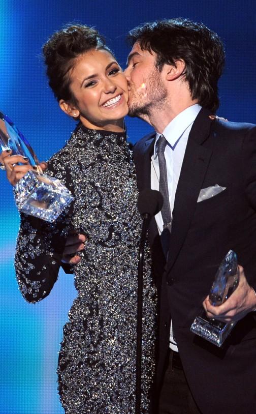 rs_634x1024-140108195655-634.Nina-Dobrev-Ian-Somerhalder-Peoples-Choice-Awards-Kiss.ms.010814